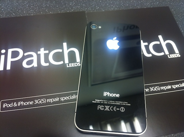 Glowing iPhone 4 Apple logo from iPatch
